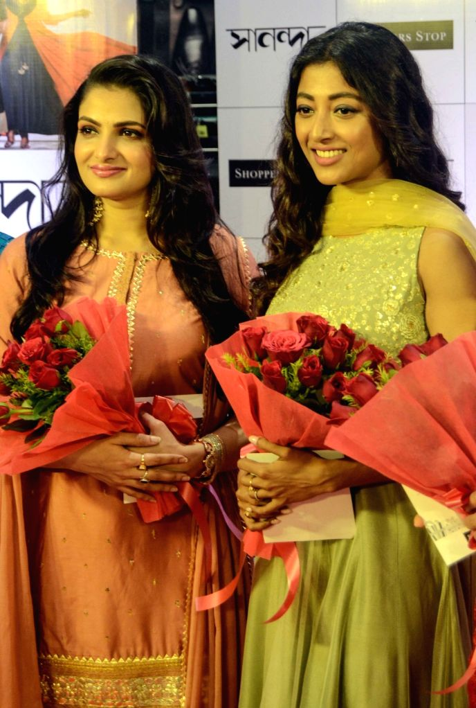 """Actresses Tanusree Chakraborty and Paoli Dam during the inaugural ceremony of """"Shoppers Stop Puja Bazar 2019"""" in Kolkata on Sep 3, 2019. - Tanusree Chakraborty and Paoli Dam"""