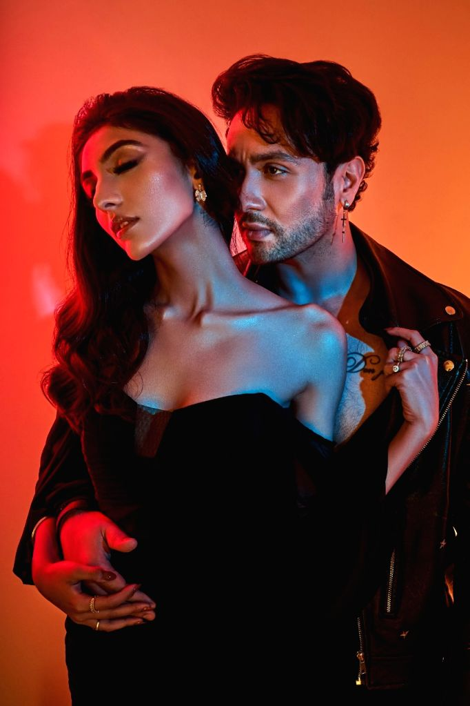 Adhyayan Summan releases teaser of new single 'Jab se dekha'