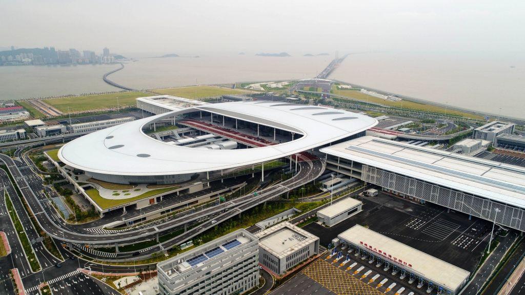 :Aerial photo shows the Zhuhai Port of Hong Kong-Zhuhai-Macao Bridge in Zhuhai, south China's Guangdong Province, Oct. 11, 2018. Customs clearance between ...