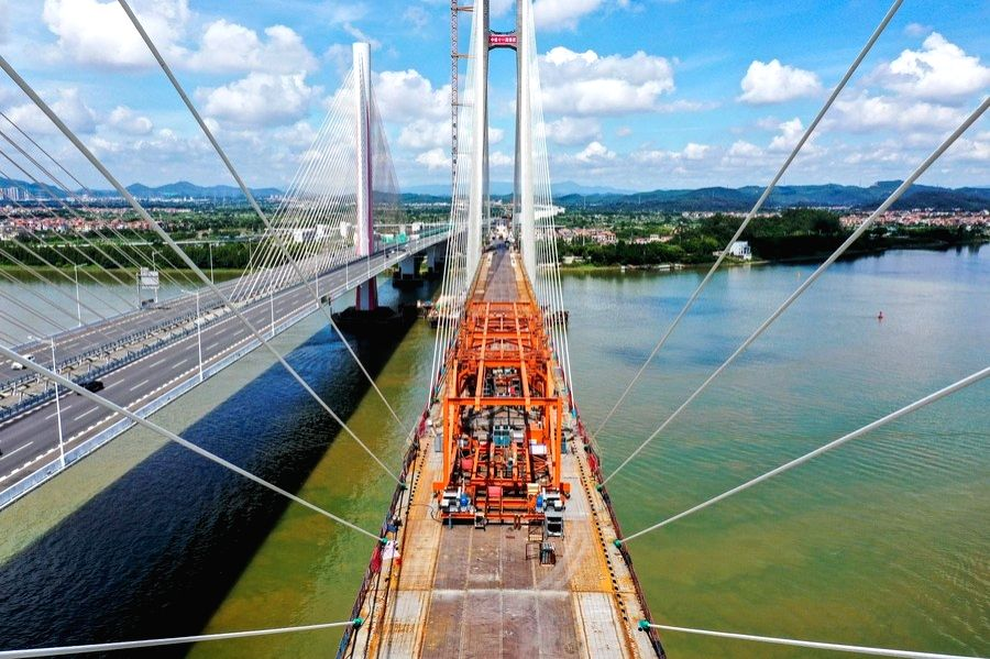 Aerial photo taken on Aug. 9, 2020 shows the installation site of the last steel box girder of a grand cable-stayed railway bridge over Xijiang River in south China's Guangdong Province.