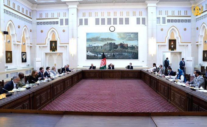 Afghan President Ashraf Ghani meets US peace delegation in Kabul.(pic credit: https://twitter.com/ARG_AFG)