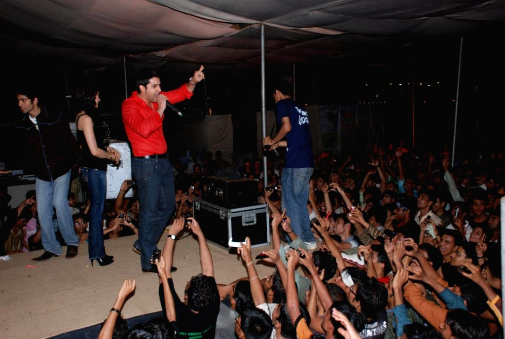 Aftab Shivdasani at Grant Medical College fest Astitva.