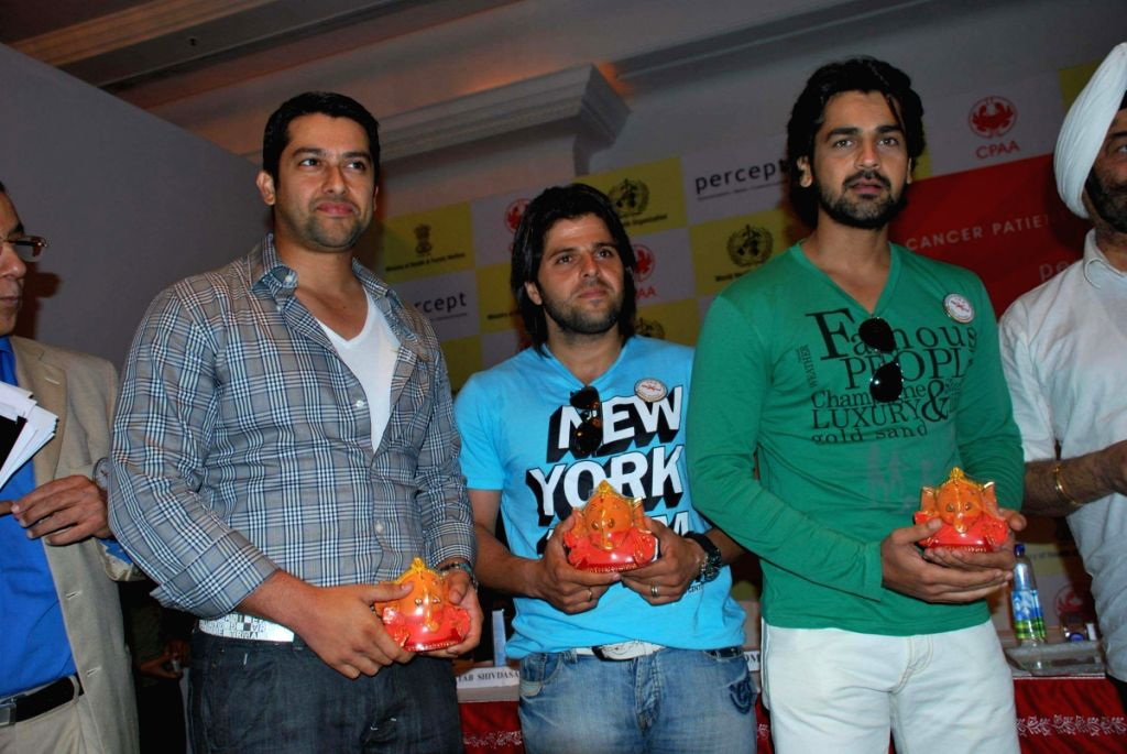 Aftab Shivdasani, Bhaktiyar Irani and Arjan Bajwa,  at CPAA's Cricket Match Press Meet at Hotel Taj Lands End, Mumbai. - Aftab Shivdasani and Bhaktiyar Irani