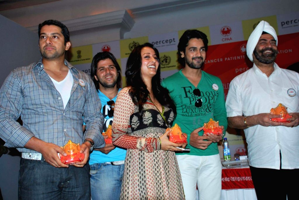 Aftab Shivdasani, Bhaktiyar Irani, Raima Sen and Arjan Bajwa,  at CPAA's Cricket Match Press Meet at Hotel Taj Lands End, Mumbai. - Aftab Shivdasani and Bhaktiyar Irani