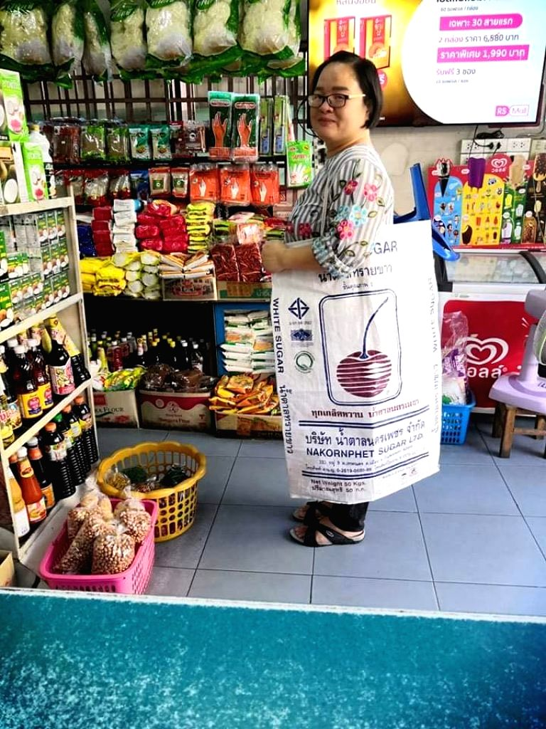 After a ban on the use of plastic in Thailand, people have been using different things to make purchases in markets, drawing wows from the Twitterati. A user posted pictures of a woman using a flower ...