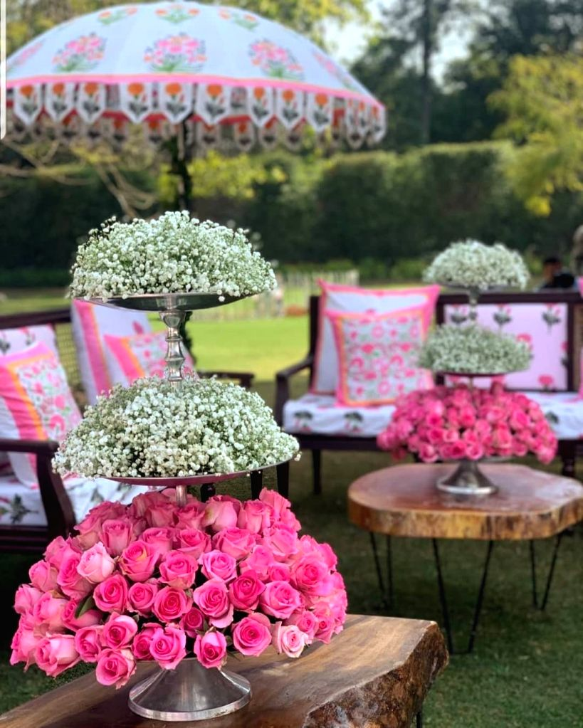 After being in the industry for four years now, Anika Dhawan Gupta, founder of wedding decor Rani Pink and co-founder of label Bageecha Banaras, believes that to get more likes and views on their social media posts, people today want more detailing i - Anika Dhawan Gupta