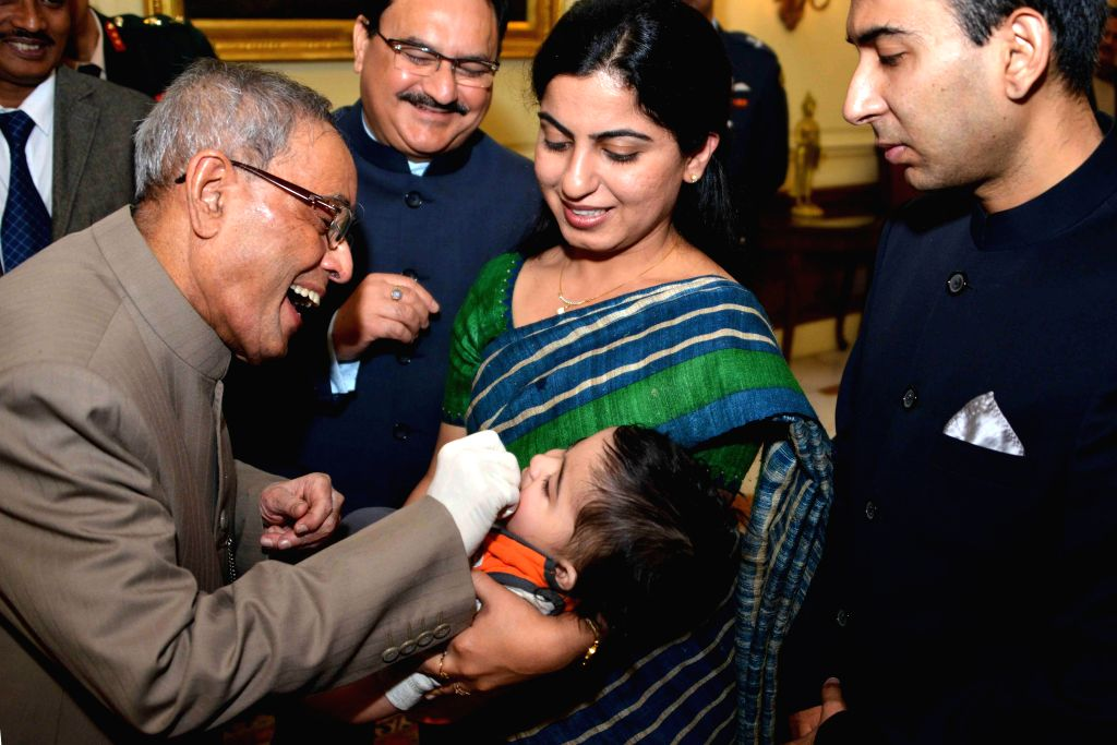 President Pranab Mukherjee, launching the pulse Polio Programme by administering polio drops to the children at Rashtrapati Bhavan on Jan. 17, 2015.
