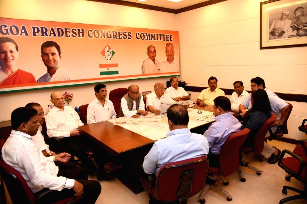 AICC General Secretary Digvijay Singh meeting elected Congress MLAs before meeting the Goa Governor in Panaji on March 14, 2017. - Secretary Digvijay Singh