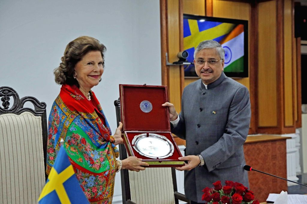 """AIIMS Director Randeep Guleria presents a memento to Queen Silvia of Sweden during her visit to participate in a panel discussion on """"Quality of life for people with dementia"""" in ..."""