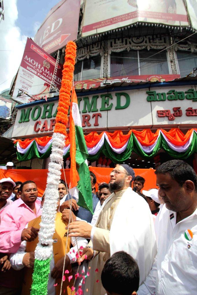 AIMIM leader Akbaruddin Owaisi hoists national flag in Hyderabad, on Aug 15, 2016.