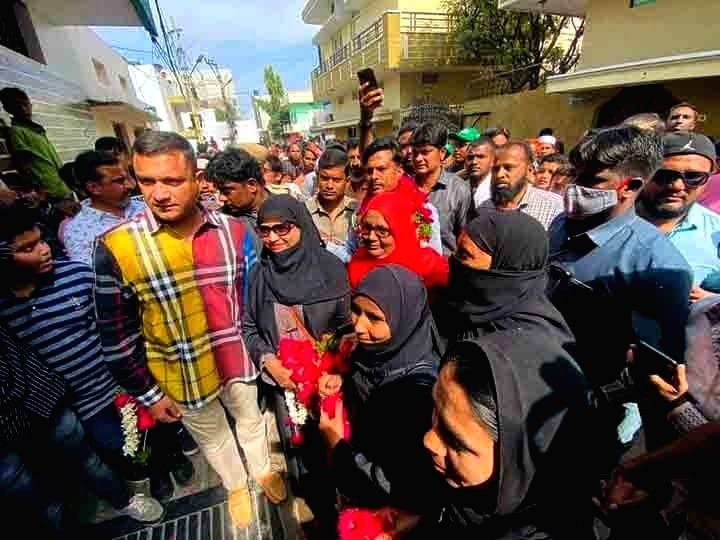 AIMIM MLA Akberuddin Owaisi during door-to-door campaigning for the GHMC elections, in Hyderabad on Nov 24, 2020.