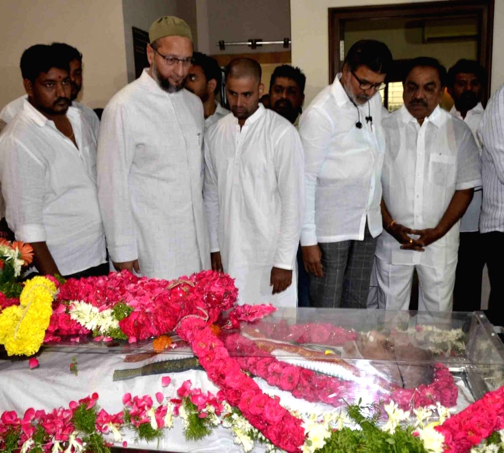 AIMIM President Asaduddin Owaisi pays homage to senior Congress leader and former Union minister S. Jaipal Reddy in Hyderabad on July 28, 2019. Jaipal Reddy passed away in the early hours ... - S. Jaipal Reddy