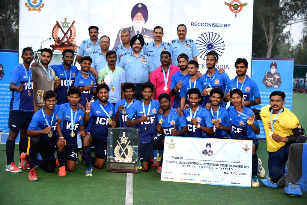 Air Chief Marshal BS Dhanoa with the team members of integrated coach factory, Chennai the winners of 2nd Marshal Arjan Singh Memorial International Hockey Tournament during the closing ...