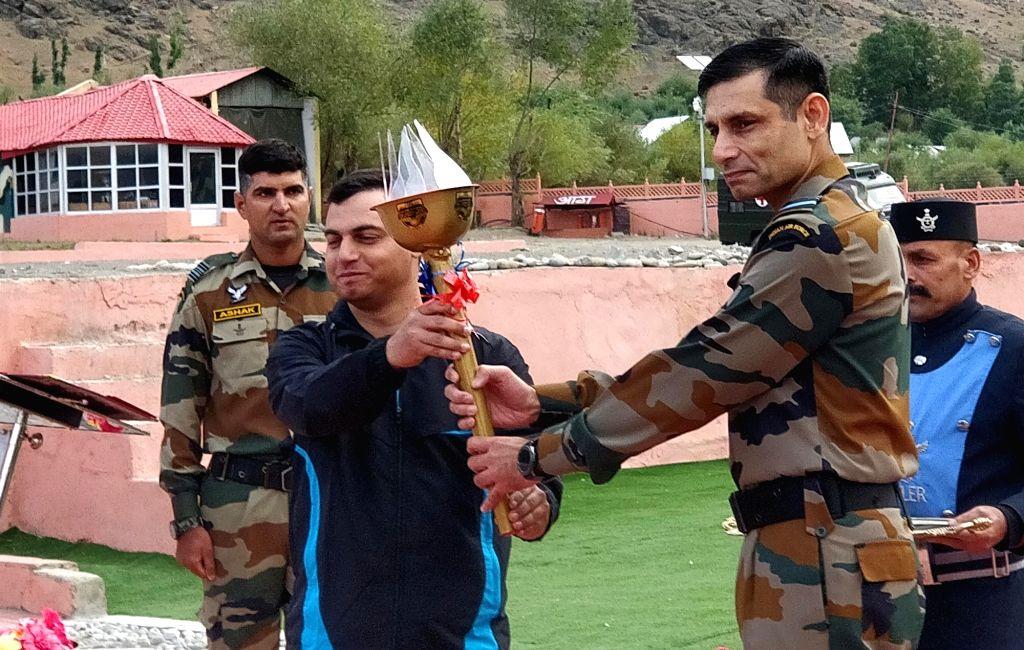 Air Officer Commanding, Jammu and Kashmir Air Vice Marshal Pankaj Mohan Sinha at the flagging off ceremony of Kargil to Kohima (K2K) Ultra-Marathon- ???Glory Run??? at Kargil War Memorial in ...