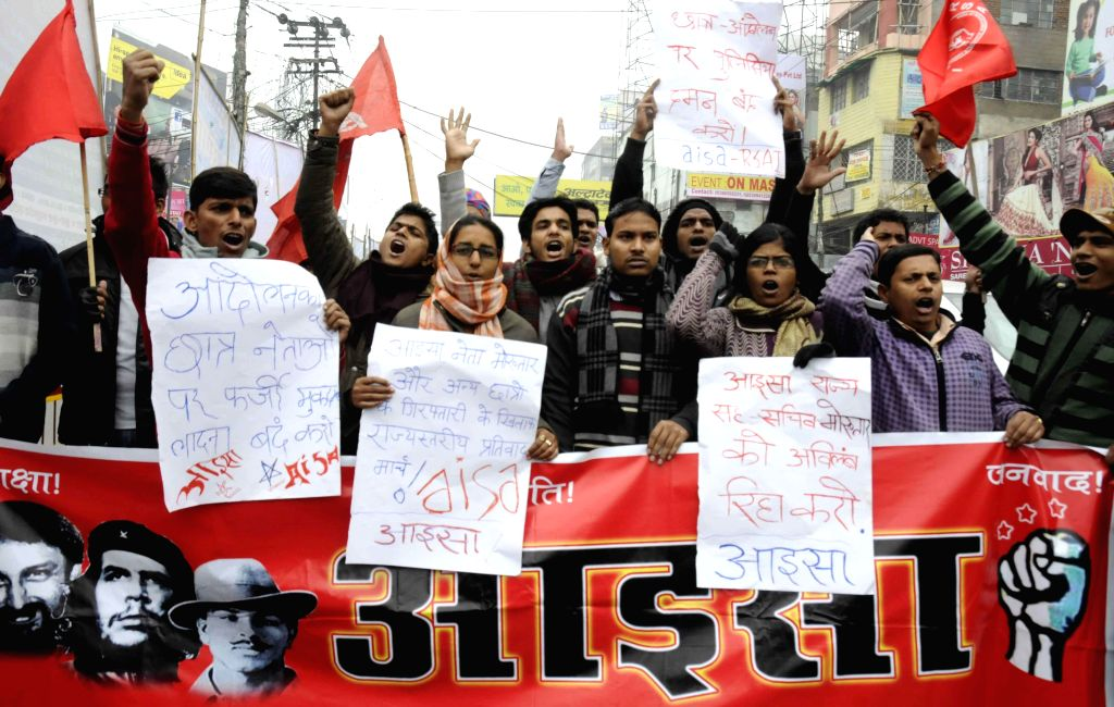 AISA activists stage a demonstration against lathi charge on students in Patna, on Dec 25, 2014.