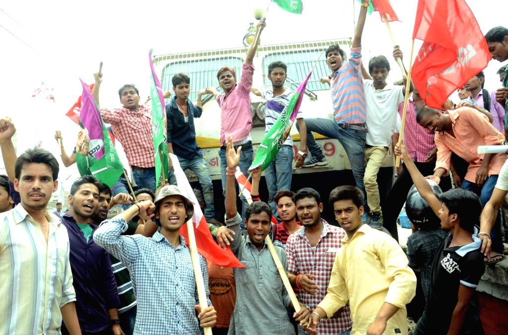 AISF and AISA activists disrupt railways to press for their demands in Patna, on May 27, 2016.