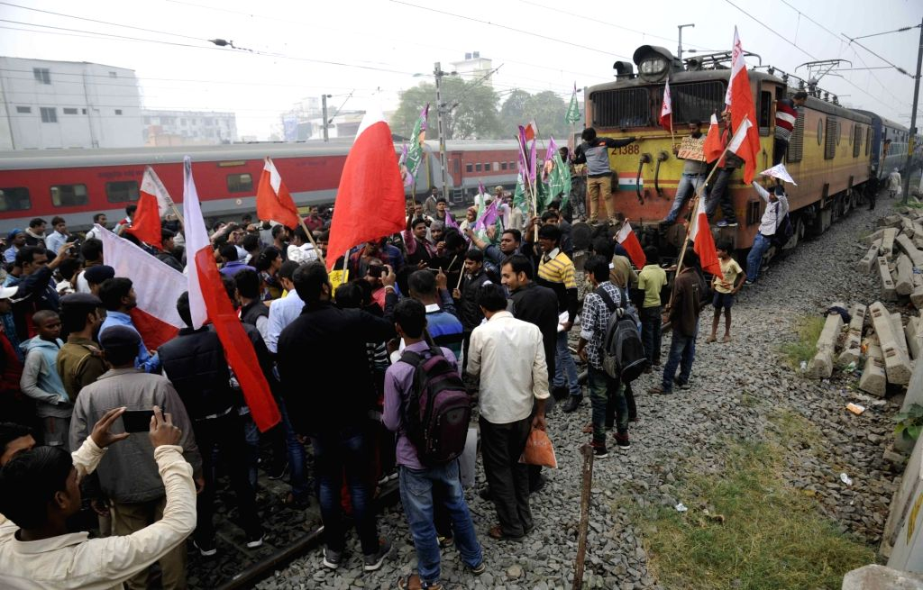 AISF and Chhtrara Janadhikar Party activists block rail line during the 12-hour general strike called by 18 Left and other parties against demonetisation in Patna on Nov 28, 2016.