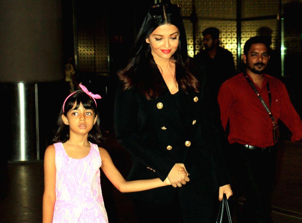 Aishwarya Rai Bachchan and her daughter Aaradhya Bachchan. (Photo: IANS) - Aishwarya Rai Bachchan and Aaradhya Bachchan