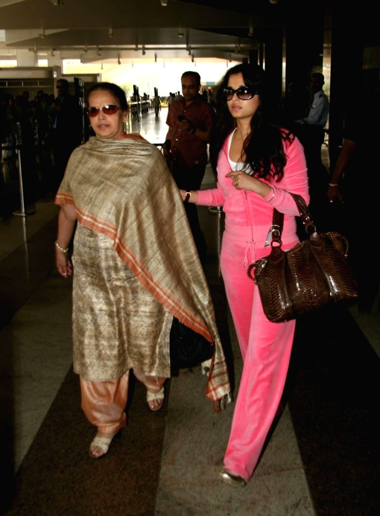 "Aishwarya Rai returns after ""Padmashri Awards"" ceremony. - Aishwarya Rai"