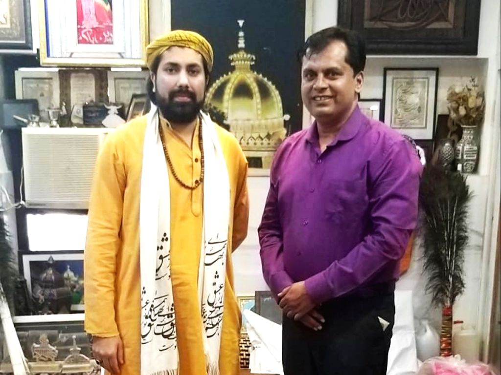 Ajmer: Pune medico, Dr. Ganesh Rakh, who launched the 'Save Girl Child' campaign in 2012,  had an audience with Ajmer Dargah's Haji Syed Salman Chishty, the present 'Gaddi Nashin' (Hereditary Cus