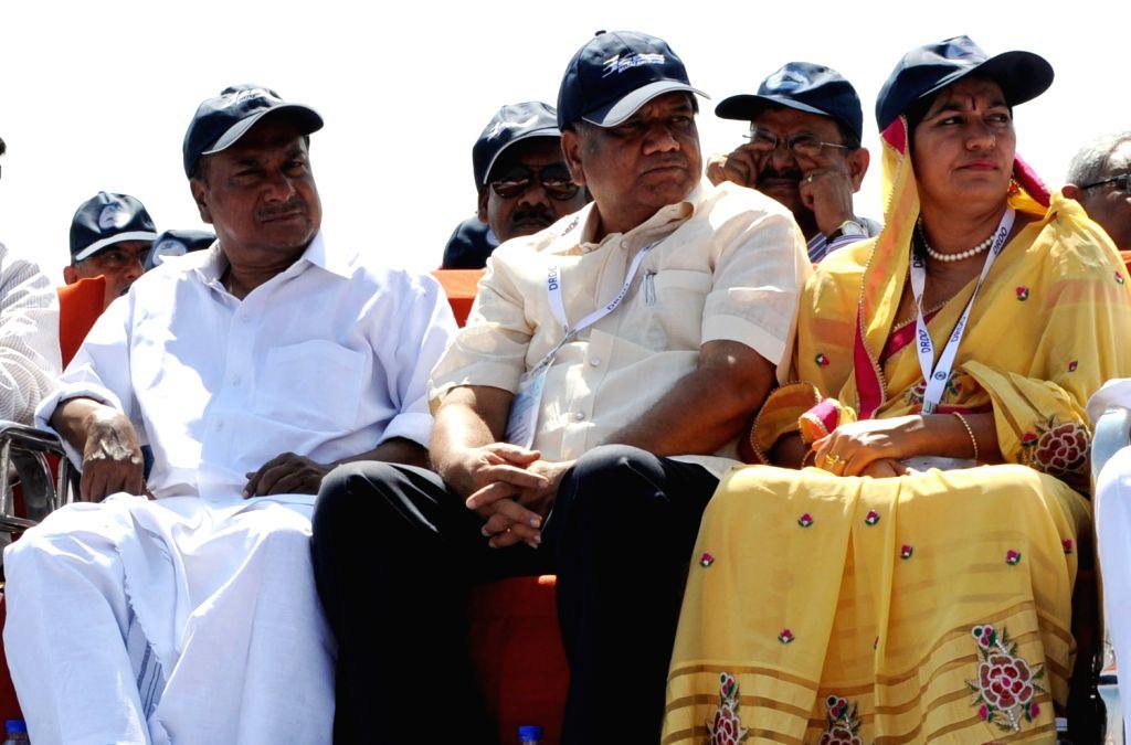 AK Anthony, Union Defence Minister and Karnataka Chief Minister Jagadish Shetter and his wife Shilpa Jagadish Shetter watching Aero India Show at the inauguration of 9th Edition of Aero India Show ... - Jagadish Shetter