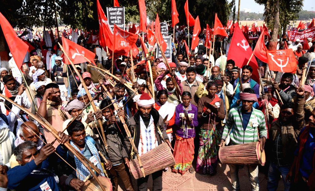Akhil Bharatiya Kisan Sabha (AIKS) activists stage a demonstration in Patna, on Feb 18, 2019.