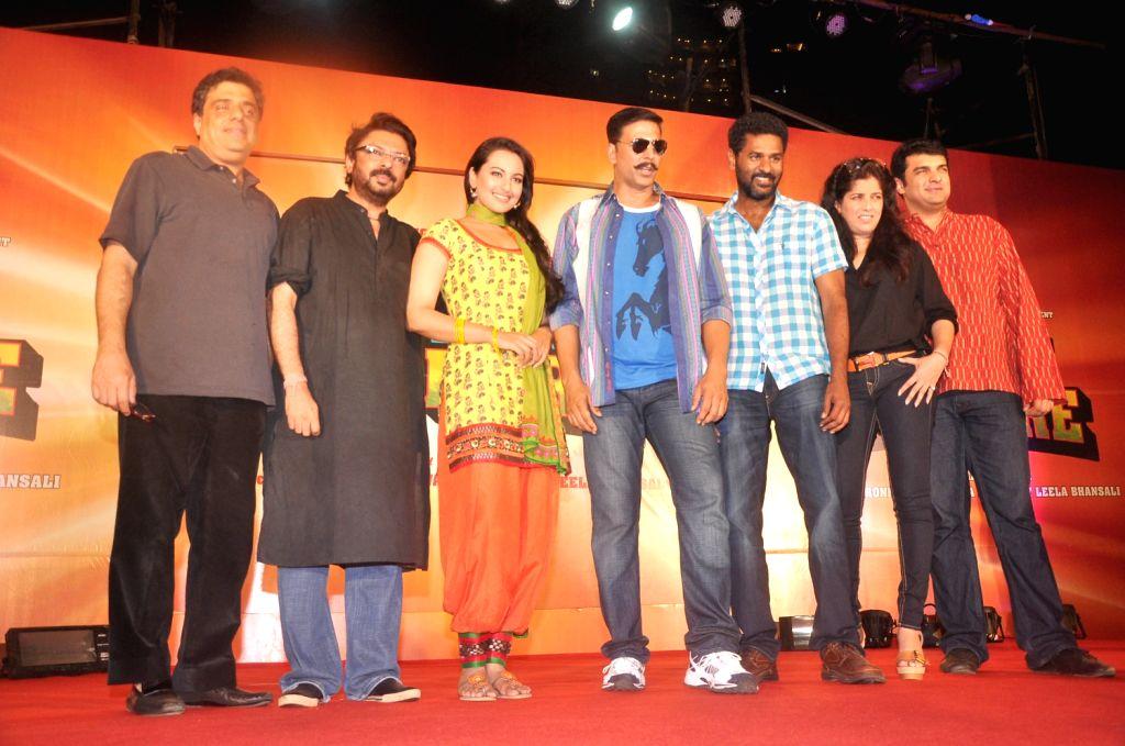 Akshay Kumar and Sonakshi Sinha at Rowdy Rathore music launch in Mumbai. - Akshay Kumar and Sonakshi Sinha