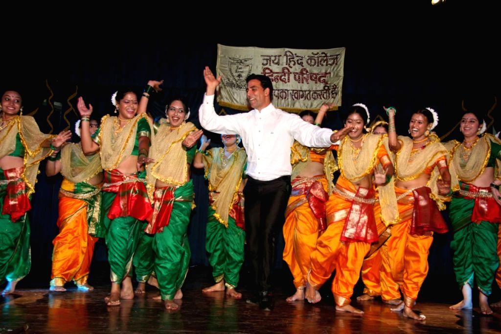 Akshay Kumar At Hindi Parishad Fest Of Jaihind College At