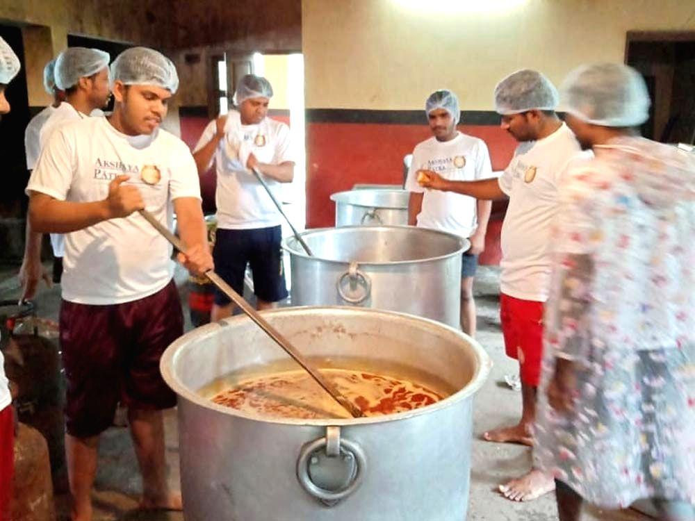 Akshaya Patra Foundation raises COVID relief funds.