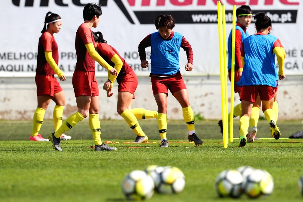 ALBUFEIRA, Feb. 27, 2019 - Chinese women's soccer player Wang Shuang (C) and her teammates take part in a training session in Albufeira, Portugal, Feb. 26, 2019. The 2019 Algarve Cup will be held in ...