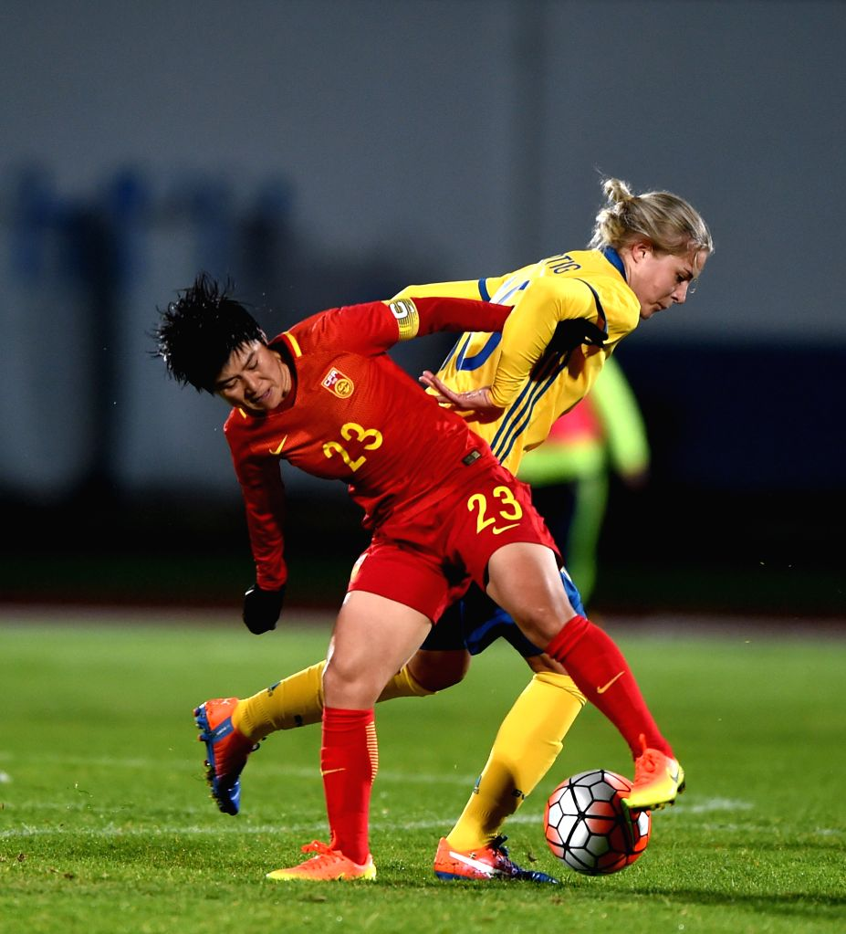 ALBUFEIRA, March 4, 2017 - Ren Guixin (L) of China vies with Lina Hurtig of Sweden during a Group C match at the 2017 Algarve Cup women's football tournament in Albufeira, Portugal, March 3, 2017. ...