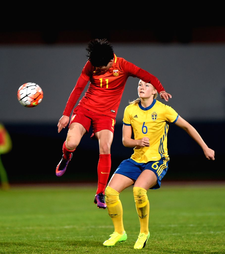 ALBUFEIRA, March 4, 2017 - Wang Shanshan (L) of China vies with Magdalena Eriksson of Sweden during a Group C match at the 2017 Algarve Cup women's football tournament in Albufeira, Portugal, March ...