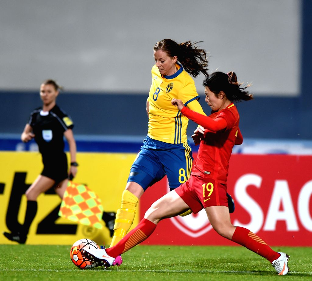 ALBUFEIRA, March 4, 2017 - Wang Yan (R) of China vies with Lotta Schelin of Sweden during a Group C match at the 2017 Algarve Cup women's football tournament in Albufeira, Portugal, March 3, 2017. ...