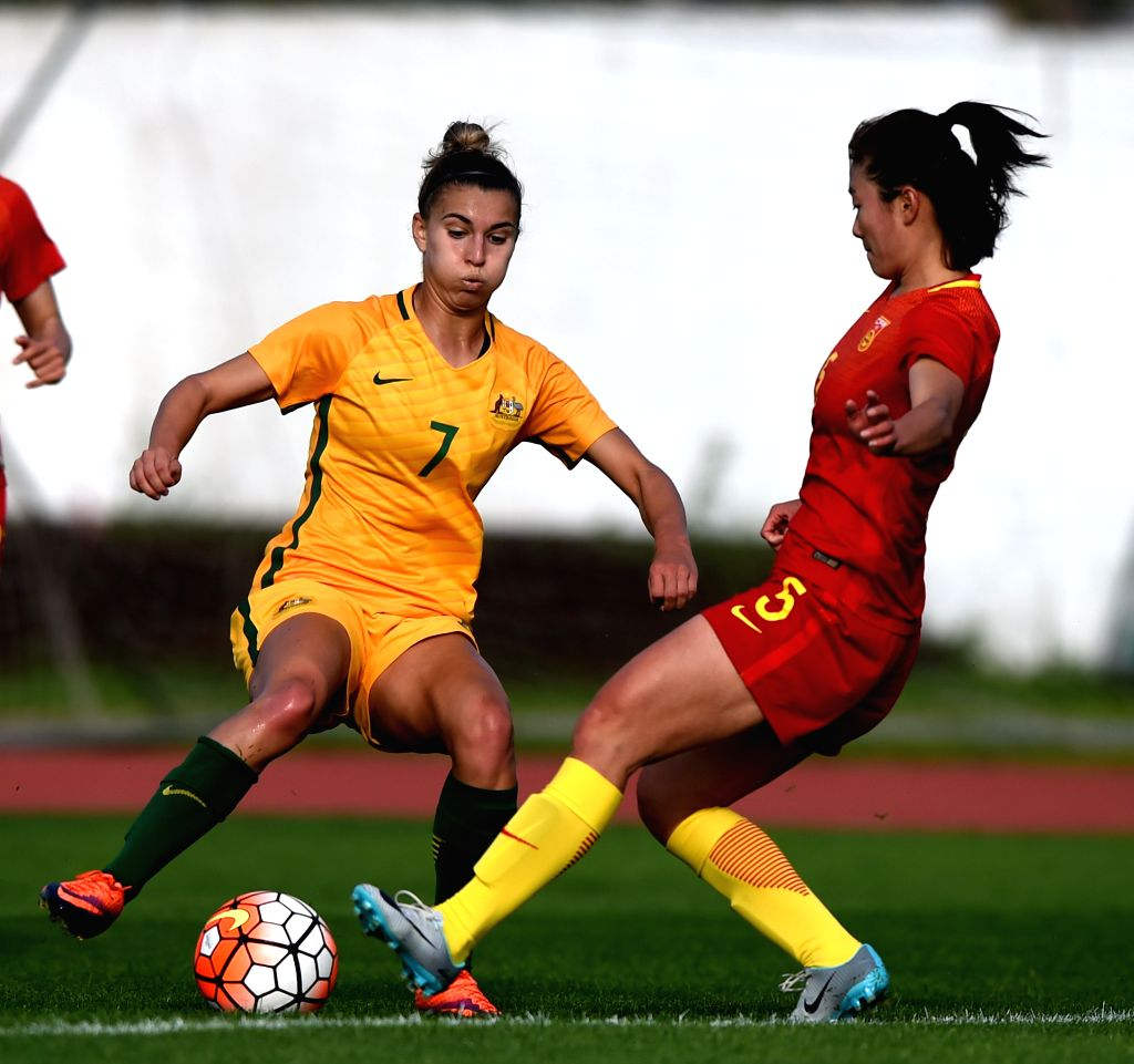 ALBUFEIRA, March 7, 2017 - Wu Haiyan(R) of China vies with Steph Catley of Australia during the last round of Group C match between China and Australia at the Algarve Cup 2017 women's soccer ...