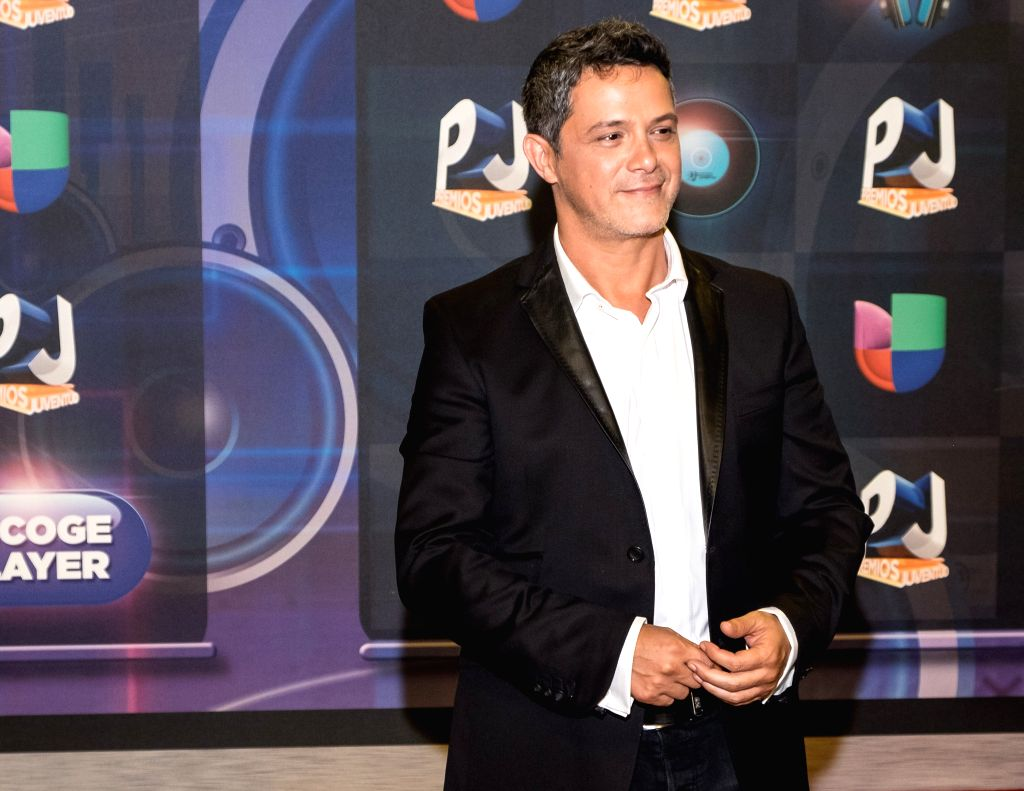 Alejandro Sanz poses in the red carpet of the Premios Juventud 2015 Awards in Coral Gables, Florida, US, 16 July 2015.