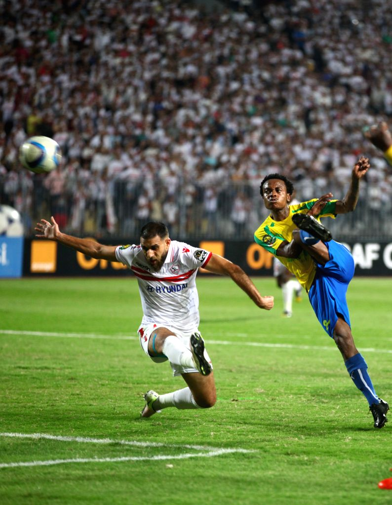 ALEXANDIA, Oct. 24, 2016 - Percy Tau (R) of Mamelodi Sundowns shoots during the 2016 African Champions League final in Alexandria, Egypt, on Oct. 23, 2016. South Africa's Mamelodi Sundowns won the ...