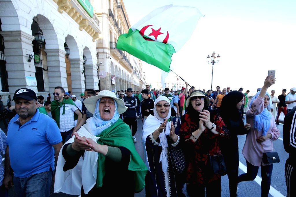 ALGIERS, May 31, 2019 (Xinhua) -- Algerians demonstrate in the main streets of Algiers, Algeria, on May 31, 2019. Algerians staged protests on Friday to ask for postponing the presidential election that will be held on July 4. Algeria has been hit by