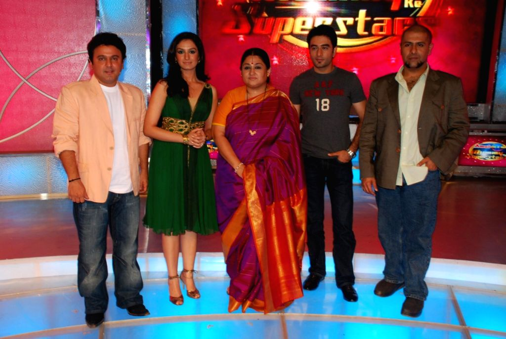 Ali Asgar, Shubha Mudgal, Vishal and Shekhar on location of Amul Star Voice of India at Film City.