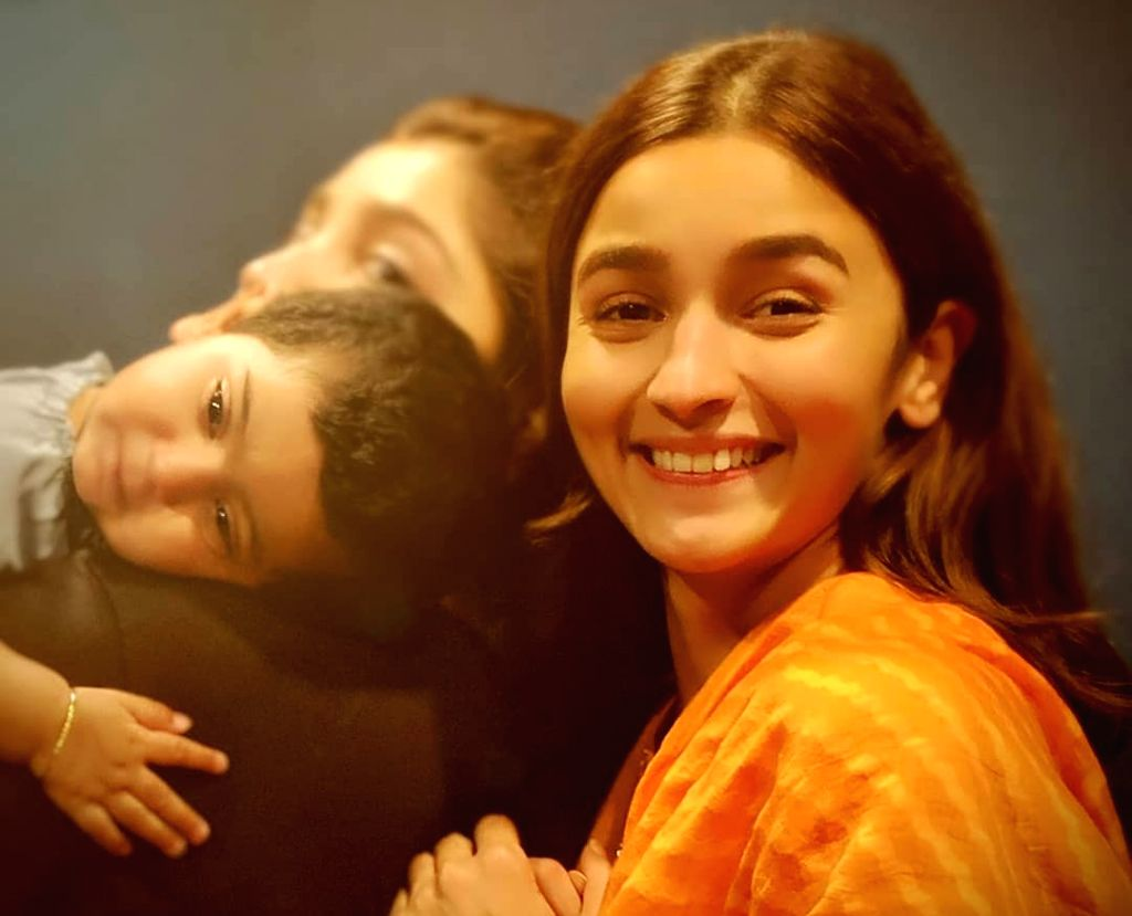 """Alia Bhatt happily struck a pose with """"Sun raha hai na tu"""" hitmaker Ankit Tiwari's daughter Aryaa, who was named by the actress' father and filmmaker Mahesh Bhatt. Ankit took to Instagram to post a photo in which Alia is smiling at the camera and Ary"""