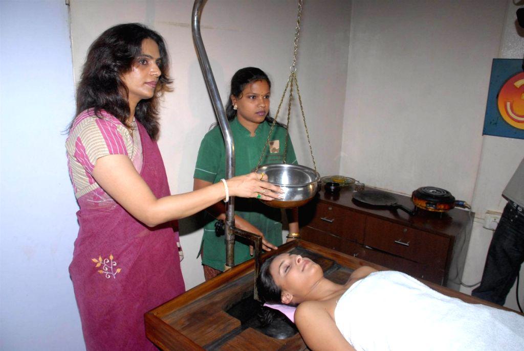 Alina of Big Boss get ayurvedic massage at Geeta Nirupam's spa.