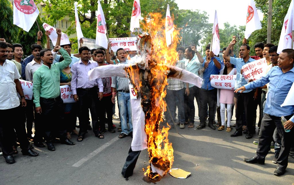 All Assam Students Union (AASU) activists burn effigy of Assam Chief Minister Tarun Gogoi to protest against May 1 BTAD violence in which 11 people were killed and many others injured, in Guwahati on - Tarun Gogoi