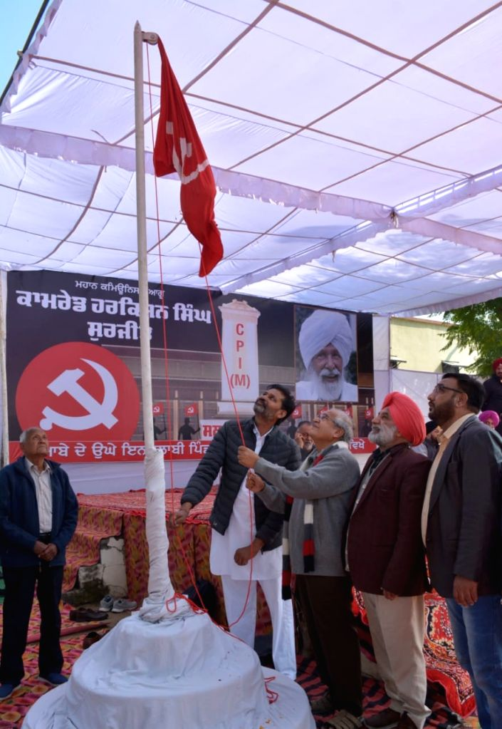 All India Kisan Sabha (AIKS) National President Dr. Ashok Dhawale during a public meeting organised to mark the 11th death anniversary of Comrade Harkishan Singh Surjeet, former CPI(M) ... - Harkishan Singh Surjeet