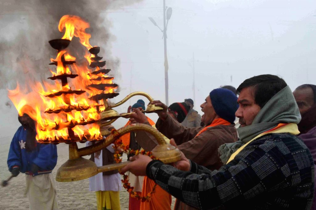 People perform Ganga aarti on Makar Sankranti in Allahabad, on Jan 14, 2015.