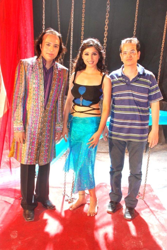 Altaf Raja with Pooja and Champak Jain at Altaf Raja's new music video with Venus.