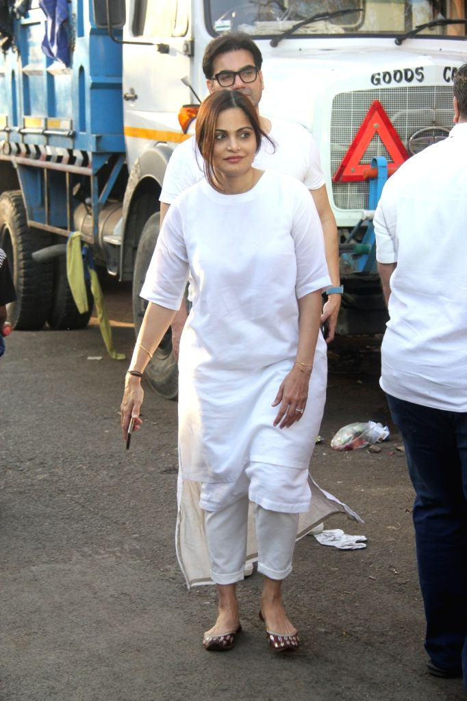 Alvira Khan Agnihotri at the funeral of filmmaker Vikram Phadnis' mother Ranjan Phadnis in Mumbai on Feb 10, 2019. - Alvira Khan Agnihotri