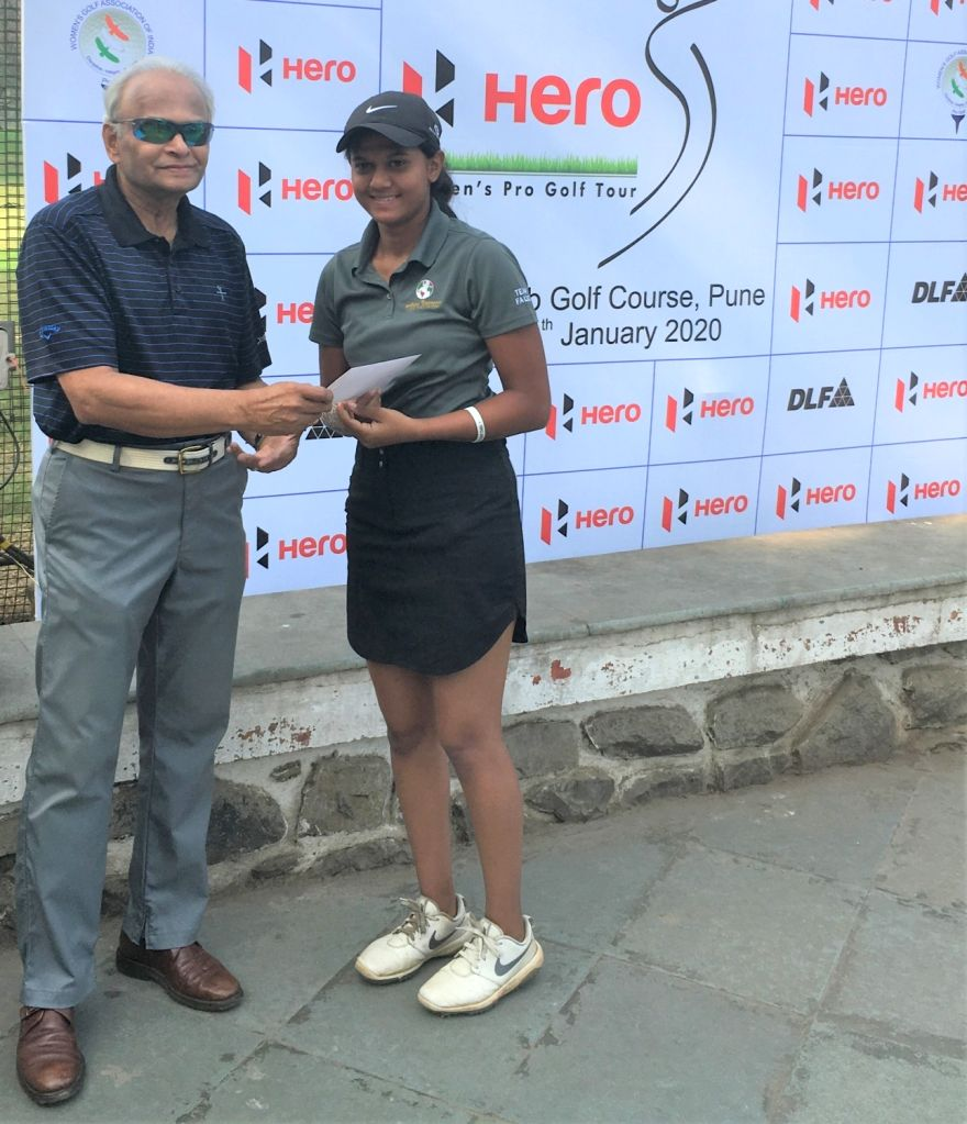 Amateur Pranavi Urs receiving Best Amateur Award from Poona Club Gold Course Chairman (Tournaments) Pradip Nadkarni during 2020 Hero Women's Pro Golf Tour in Pune on Jan 10, 2020.
