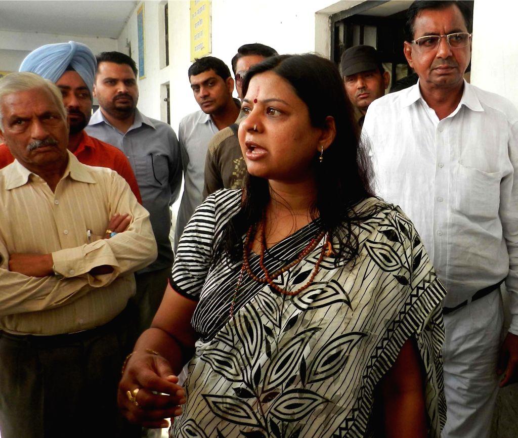 Ambala: Haryana Woman and Child Development Minister, Kavita Jain during a surprise visit of an Observation Home in Ambala of Haryana on Nov 11, 2014. (Photo: IANS) - Kavita Jain