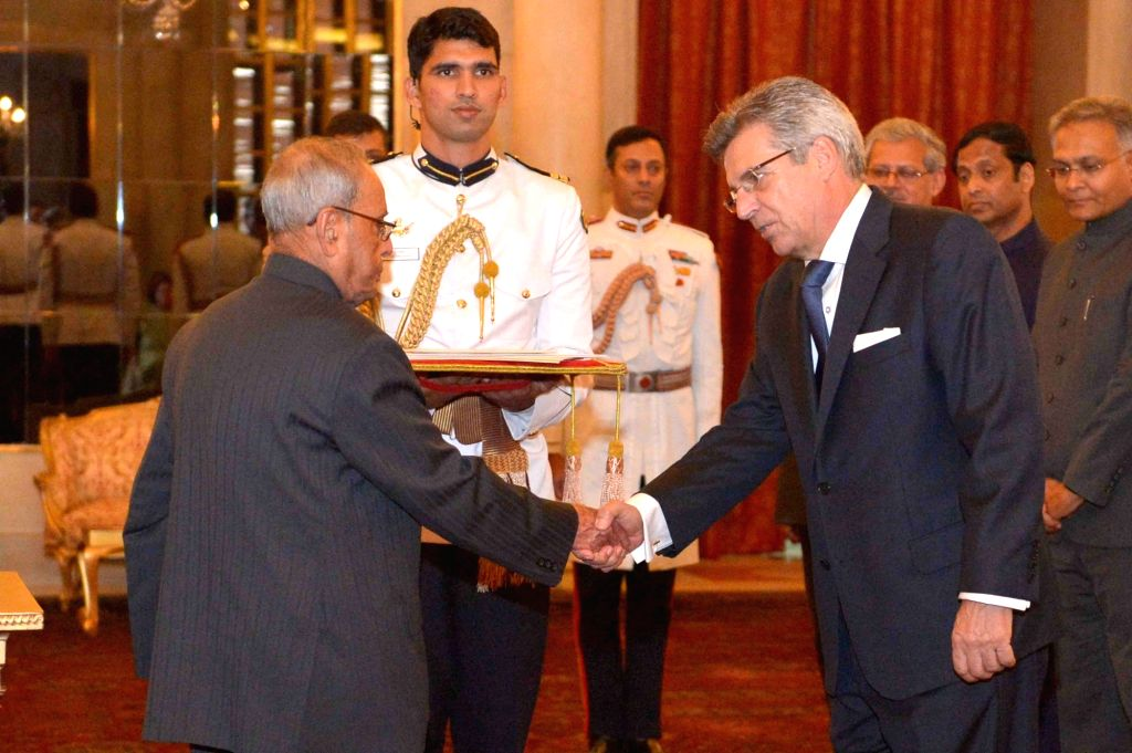 Ambassador-designate of Spain Jose Baranano presents his credentials to President Pranab Mukherjee at Rashtrapati Bhavan in New Delhi on May 17, 2017. - Pranab Mukherjee