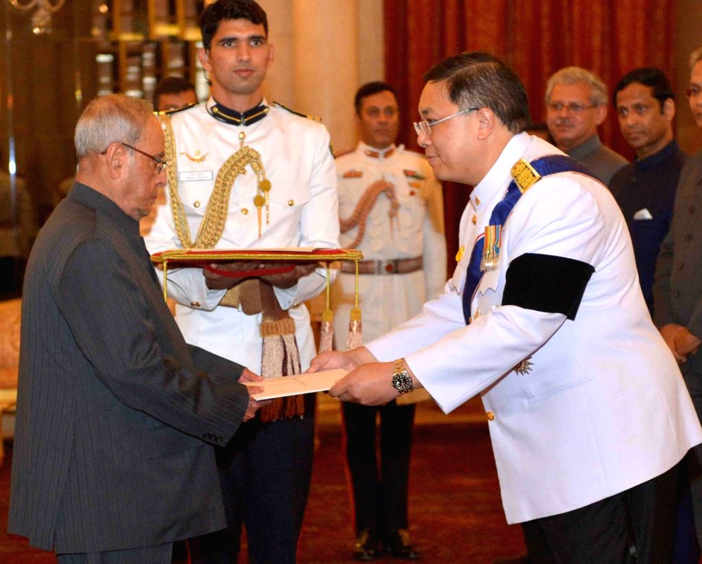 Ambassador-designate of the Kingdom of Thailand Chutintorn Gongsakdi presents his credentials to President Pranab Mukherjee at Rashtrapati Bhavan in New Delhi on May 17, 2017. - Pranab Mukherjee