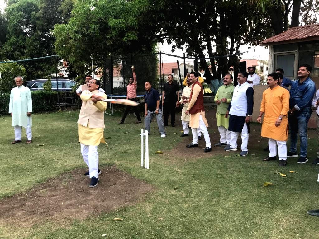 Amid the crisis over the 16-month-old Kamal Nath-led Congress government in Madhya Pradesh, former Chief Minister Shivraj Singh Chouhan and other party leaders spent time playing cricket. Chouhan along with Madhya Pradesh BJP chief V.D. Sharma and ot - Shivraj Singh Chouhan, Kamal Nath and D. Sharma